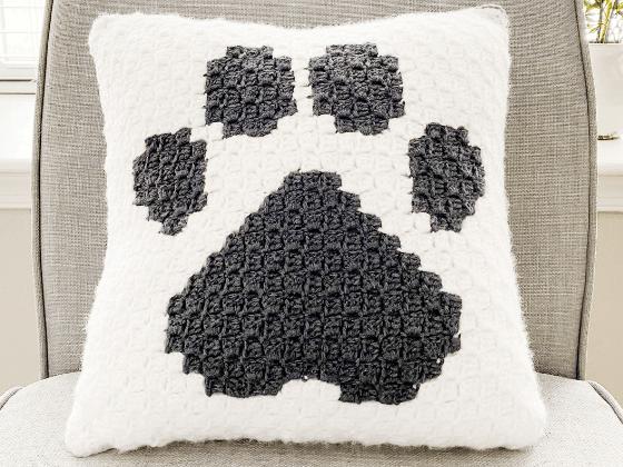 paw print pillow c2c crochet pattern